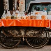 भारत में स्ट्रीट फूड विक्रेताओं को रेस्टॉरेंट से अधिक लाभ कैसे है